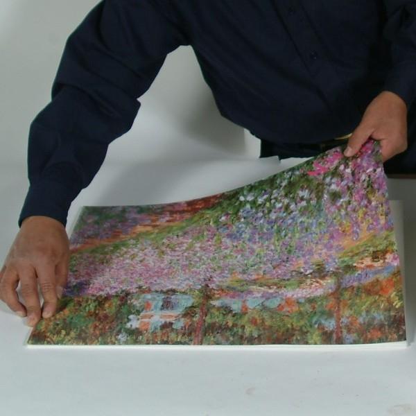 Öntapadó kézi kasírozás 5 mm vastag fehér színű habosított kartonra, kisebb méretek esetén.